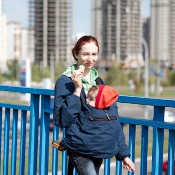 Мама з дитиною, Деснянський район Києва