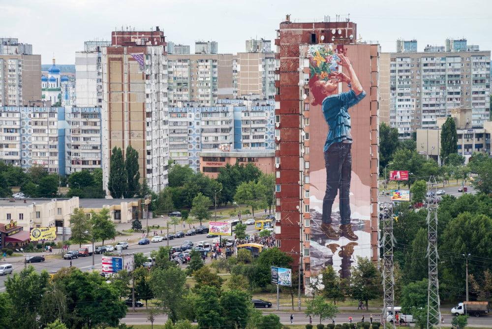 Мурал The visionary у Деснянському районі міста Києва